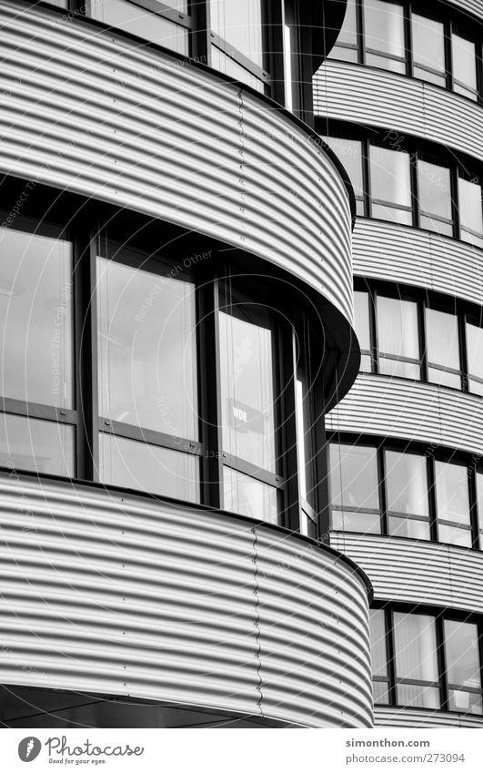 Gebäude Haus Fenster Architektur grau Fassade hell Wohnung Büro modern ästhetisch einfach Beton Höhenangst Stahl Scheibe Arbeitsplatz
