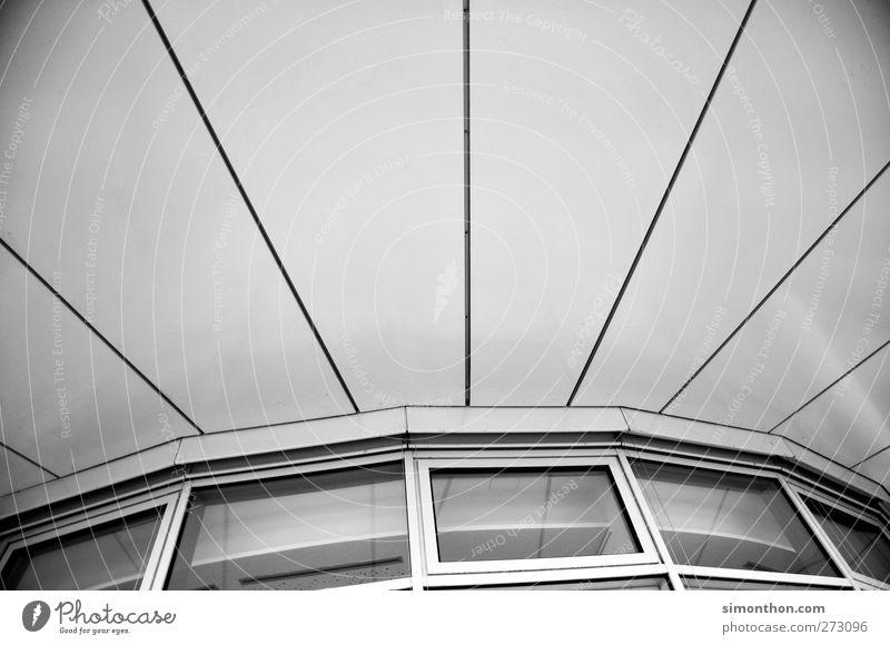 Gebäude Design Fassade ästhetisch Scheibe Fenster Fensterrahmen Fensterblick Stahl Beton Haus Hausbau Büro Bürogebäude Büroarbeit Bürofenster Büroviertel modern