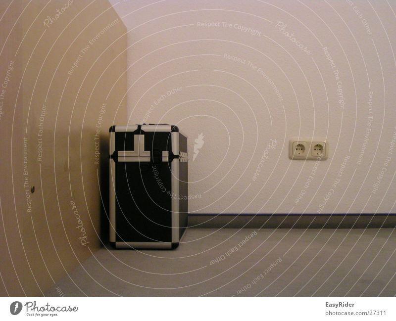 Koffer Aluminium Steckdose Wand Häusliches Leben
