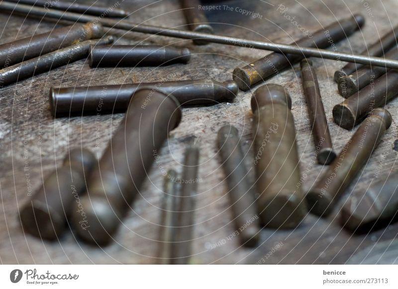 Juweliers Werkzeug Holz klein Metall Arbeit & Erwerbstätigkeit Metallwaren nah Beruf Handwerk Eisen Miniatur Holztisch Geschicklichkeit Meissel