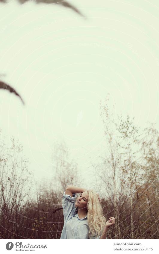 natur schön Haare & Frisuren Leben harmonisch Wohlgefühl Zufriedenheit Sinnesorgane Junge Frau Jugendliche 1 Mensch 18-30 Jahre Erwachsene Gefühle Stimmung