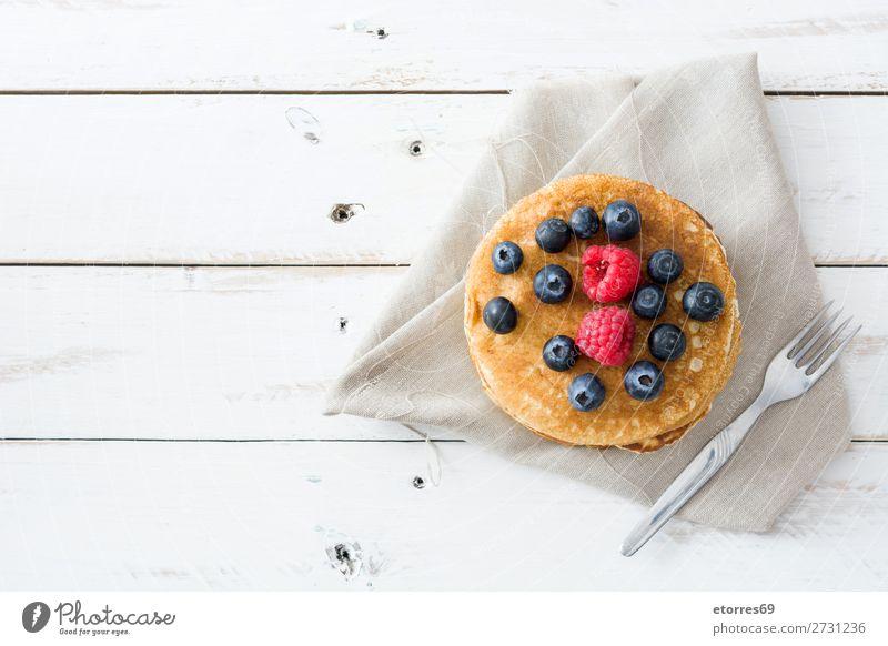 Pfannkuchen mit Himbeeren und Heidelbeeren Süßwaren Bonbon Dessert Frühstück Blaubeeren Beeren blau rot backen Lebensmittel Gesunde Ernährung Foodfotografie