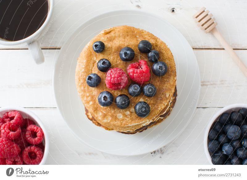 Pfannkuchen mit Himbeeren und Heidelbeeren Bonbon Dessert Frühstück Blaubeeren Beeren blau rot backen Lebensmittel Gesunde Ernährung Foodfotografie Speise