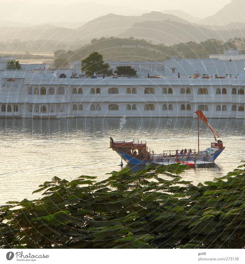 Lake Palace Wasser Berge u. Gebirge Architektur Stein Gebäude See Wasserfahrzeug Insel Tourismus Abenteuer Hügel Hotel Indien Tradition Palast Rajasthan