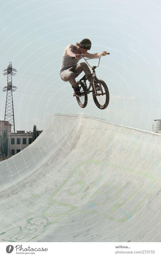 schwungrad sportlich Freizeit & Hobby Fahrrad BMX Junger Mann Jugendliche Leben 1 Mensch 18-30 Jahre Erwachsene Mütze Beton springen trendy hoch Geschwindigkeit