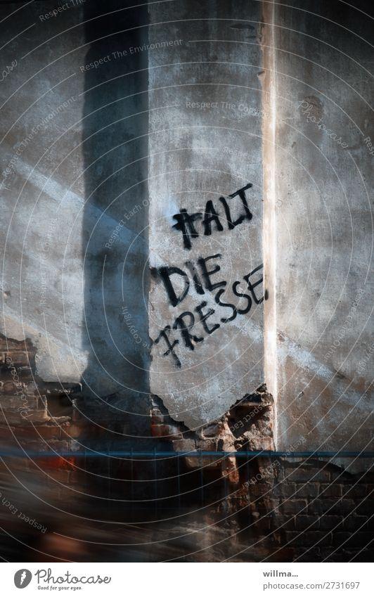 halt die fresse Mauer Wand Schriftzeichen Text Graffiti Aggression rebellieren Wut Fresse Redewendung Sprechverbot Farbfoto Außenaufnahme
