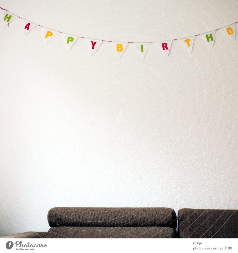 Kracherparty weiß grün rot Freude gelb Party braun Stimmung Feste & Feiern Raum Geburtstag Schriftzeichen Häusliches Leben Dekoration & Verzierung trist Fahne