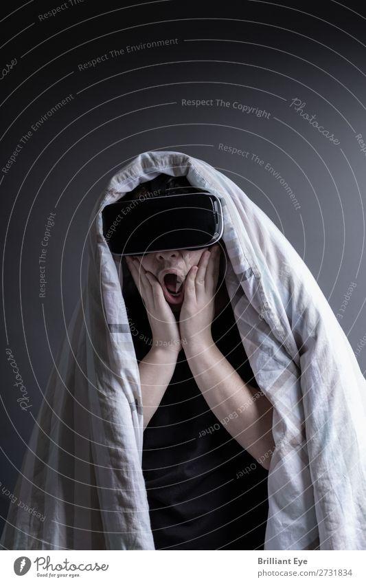 hautnah Angst erleben Kind Mensch Hintergrundbild Gefühle Freizeit & Hobby Technik & Technologie Kindheit Zukunft Brille bedrohlich Todesangst 8-13 Jahre