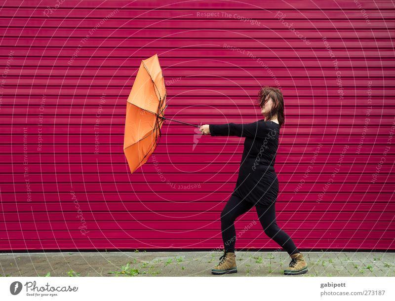 gegen die Strömung und gegen den Wind | UT S/HD 2012 Mensch Frau rot schwarz Erwachsene feminin Leben Wand Herbst orange Regen Wetter Kraft Wind Energie verrückt