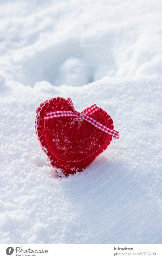 Filzherz im Schnee Geburtstag Winter Schönes Wetter Spielzeug Dekoration & Verzierung Zeichen Herz wählen Liebe frei rot weiß Sympathie Freundschaft