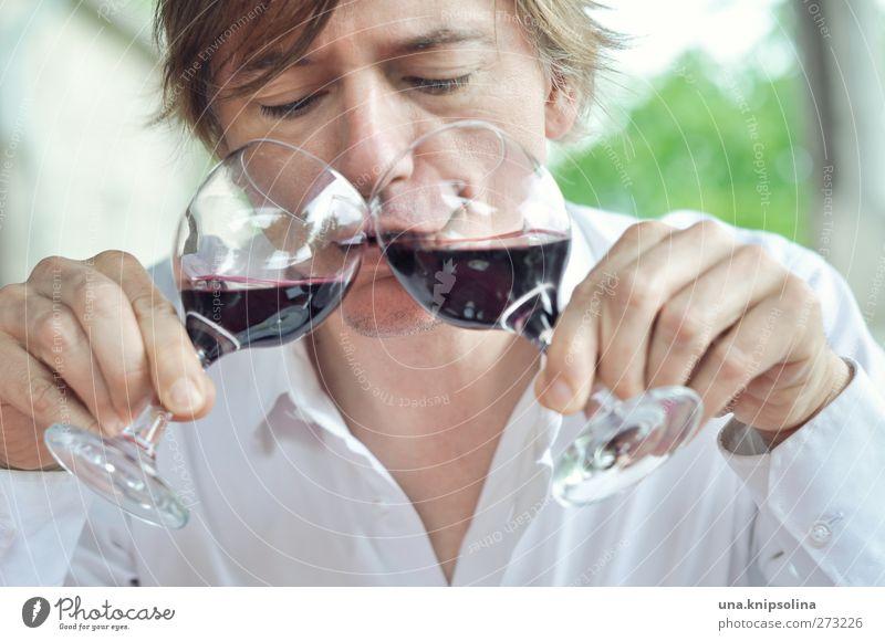 trinken für den weltfrieden und auf almo! Mensch Mann Freude Erwachsene lustig blond Glas maskulin verrückt Fröhlichkeit Getränk einzigartig Wein festhalten