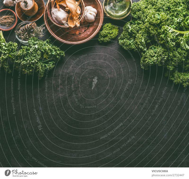 Grünkohl auf dem Küchentisch Lebensmittel Gemüse Kräuter & Gewürze Ernährung Festessen Bioprodukte Vegetarische Ernährung Diät Geschirr Stil Gesunde Ernährung