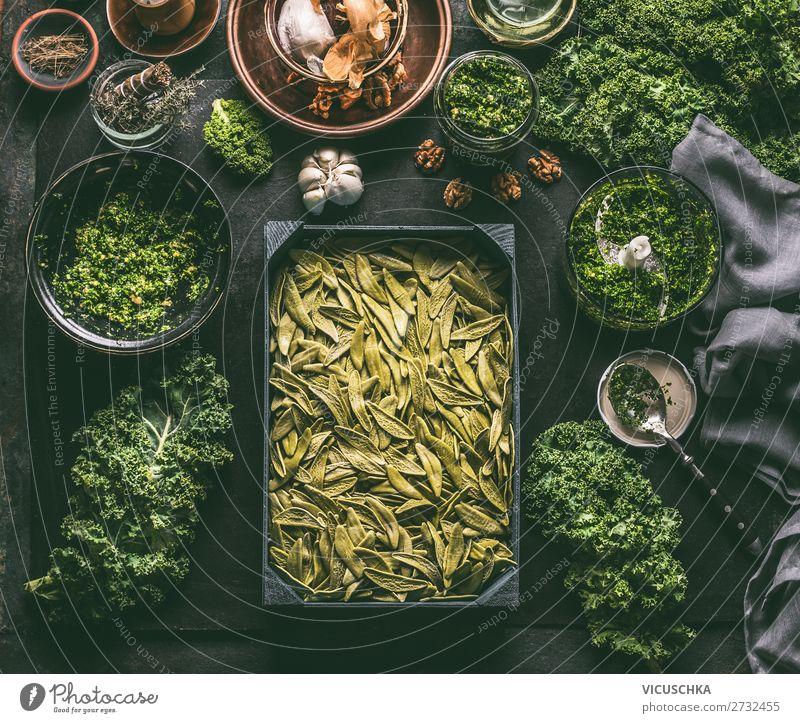Grüne Pasta mit Grünkohl Lebensmittel Gemüse Kräuter & Gewürze Ernährung Bioprodukte Vegetarische Ernährung Diät Italienische Küche Geschirr Stil Design