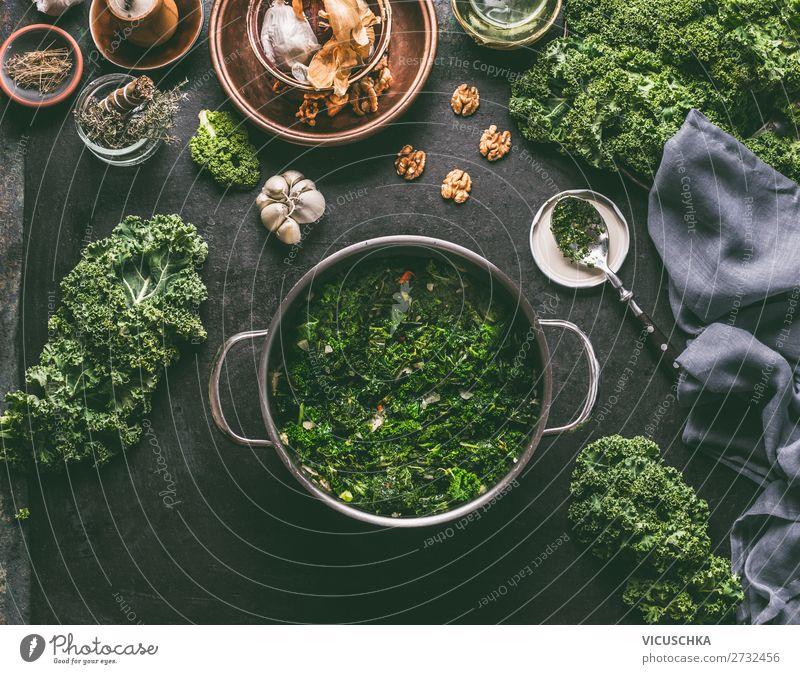 Topf mit Grünkohl Lebensmittel Gemüse Ernährung Festessen Geschirr Stil Design Gesunde Ernährung Winter Tisch Küche Weihnachten & Advent Hintergrundbild