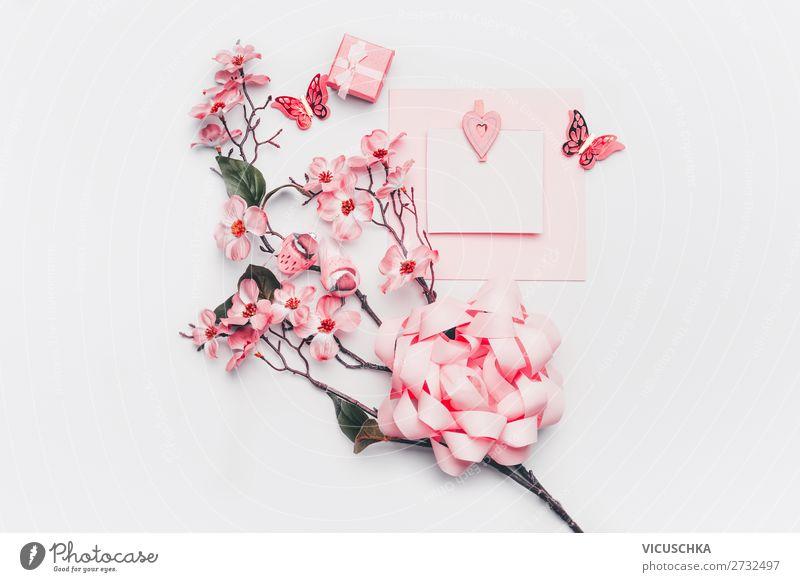Leere Grußkarte mit Blumen, kleinen Geschenk und Herzen Stil Design Party Feste & Feiern Valentinstag Muttertag Hochzeit Geburtstag feminin Blatt Blüte