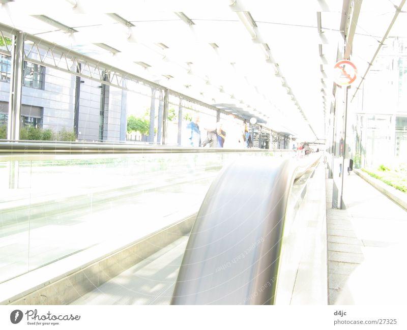 reise flair Stadt Verkehr Flughafen Bahnhof Tourist Rolltreppe Laufband