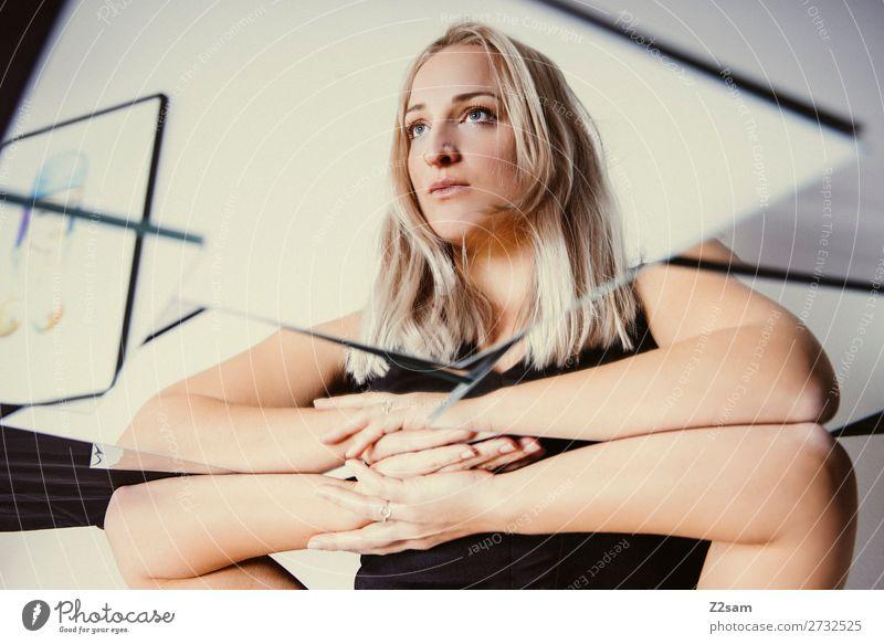 in the mirror Lifestyle elegant Stil schön feminin Junge Frau Jugendliche 18-30 Jahre Erwachsene blond langhaarig Spiegel Denken träumen ruhig Traurigkeit
