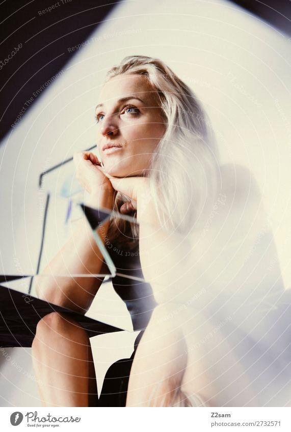 Mirror, Mirror..... Lifestyle schön Junge Frau Jugendliche 18-30 Jahre Erwachsene Mode blond langhaarig Spiegel elegant feminin ruhig träumen Traurigkeit Sorge