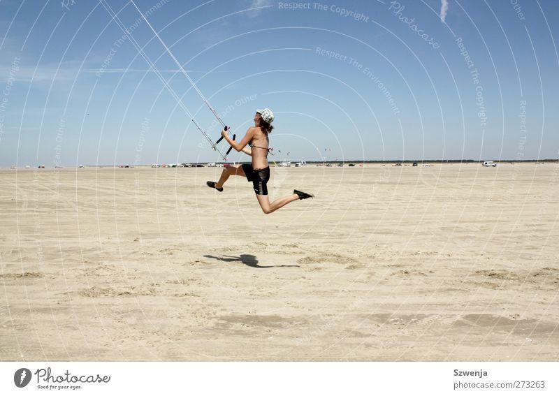 Große Schritte Himmel blau Ferien & Urlaub & Reisen Sonne Sommer Strand Freude Landschaft feminin Sport Sand springen Erde Kraft Wind wild