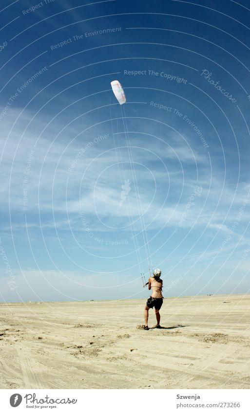 Kampf mit dem Wind Mensch Jugendliche Ferien & Urlaub & Reisen Sonne Sommer Strand Freude Landschaft feminin Sport Wärme Sand Junge Frau Körper Wind fliegen