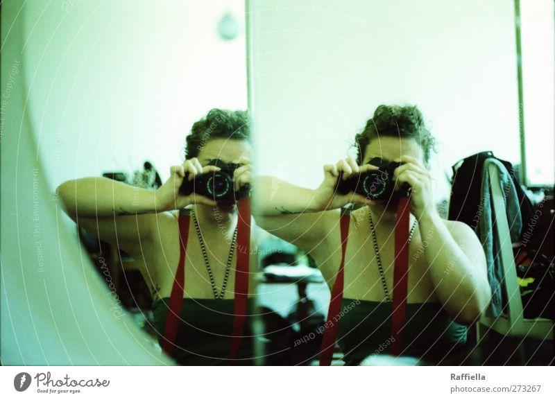 doppelt Mensch Jugendliche Hand Erwachsene Junge Frau Arme 18-30 Jahre Bekleidung Stuhl Spiegel Tapete türkis brünett Bikini Top Zopf