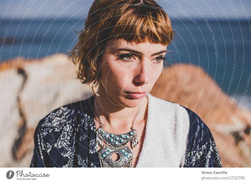 Eine junge blonde Frau an einem sonnigen Tag. Lifestyle elegant Stil Design Freude Mensch feminin Junge Frau Jugendliche Erwachsene 1 18-30 Jahre Natur Meer