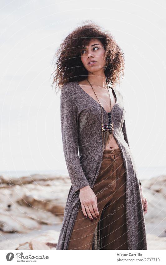Eine junge Frau an einem sonnigen Tag Lifestyle kaufen elegant Stil Design exotisch Mensch feminin Junge Frau Jugendliche Erwachsene Körper 1 18-30 Jahre Mode