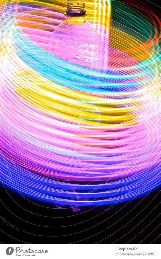 Flasche bunt Getränk trinken Erfrischungsgetränk Trinkwasser Kunst Künstler Maler Kunststoff leuchten blau gelb violett rosa rot Lichtspiel Farbfoto