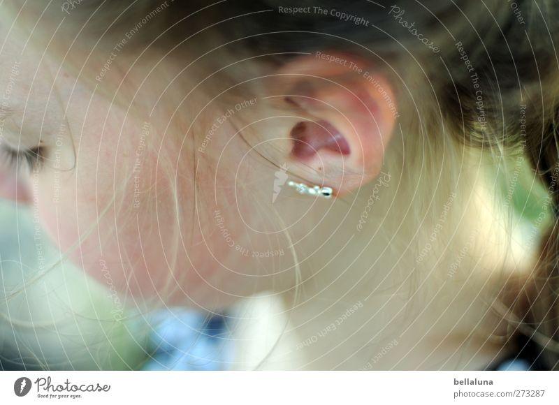Hiddensee | Ohrring Mensch feminin Kind Mädchen Kindheit Leben Kopf Auge 1 8-13 Jahre einfach frisch hell schön einzigartig nah natürlich positiv weich braun