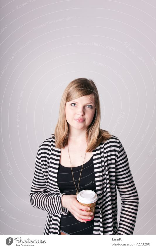 kaffeepause 2 Mensch Jugendliche Erwachsene feminin Junge Frau blond 18-30 Jahre Pause Kaffee trinken Student Tasse gestreift Becher Kakao Latte Macchiato