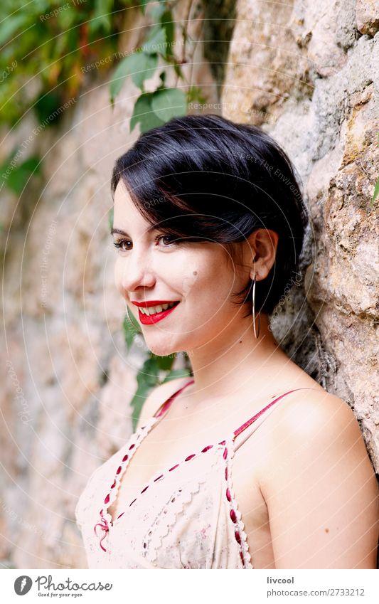 Frau Mensch Natur Jugendliche Sommer schön rot schwarz 18-30 Jahre Gesicht Lifestyle Erwachsene feminin Glück Stil Garten