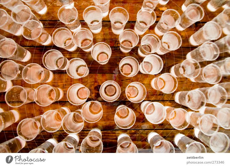 Wasser Wasser Ernährung Glas Trinkwasser frisch Getränk viele Erfrischung Becher Erfrischungsgetränk Wasserglas Nahaufnahme Proviant Portion Plastikbecher