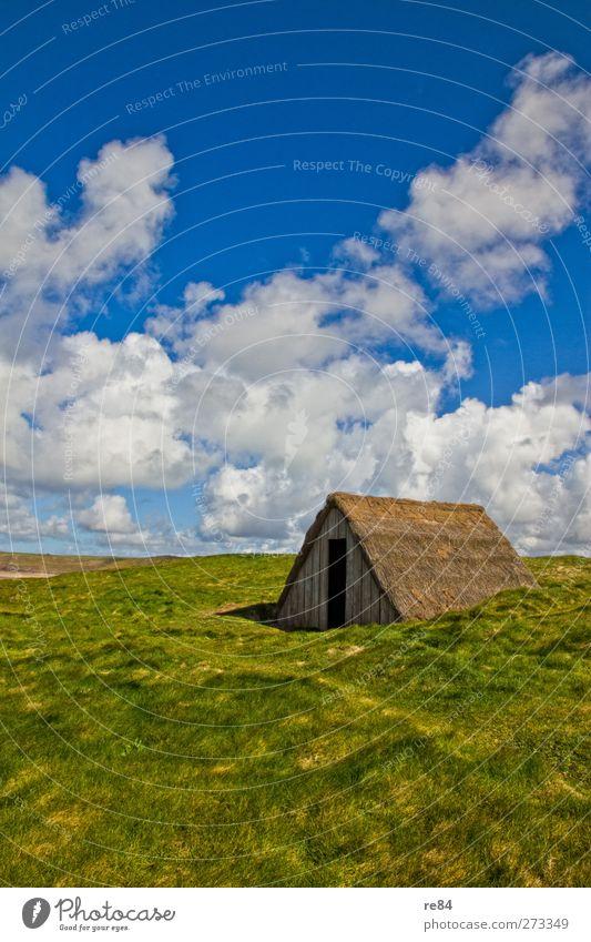 Haus mit Weitblick Umwelt Natur Landschaft Luft Himmel Wolken Klima Wetter Pflanze Garten Einfamilienhaus Traumhaus Hütte Bauwerk Gebäude Dach Reetdach Düne