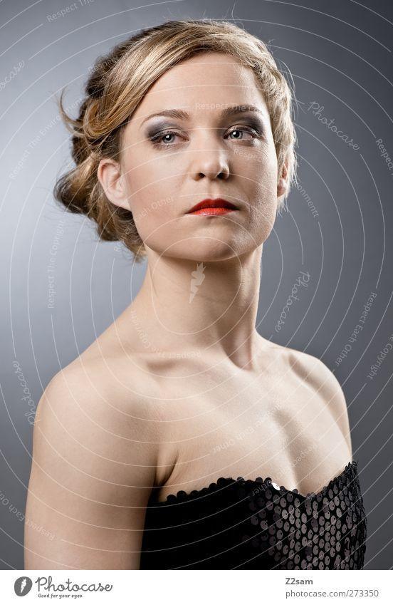 Tanja elegant Stil schön Mensch feminin Junge Frau Jugendliche 18-30 Jahre Erwachsene Mode Kleid blond Blick selbstbewußt Coolness Kraft Mut Selbstbeherrschung