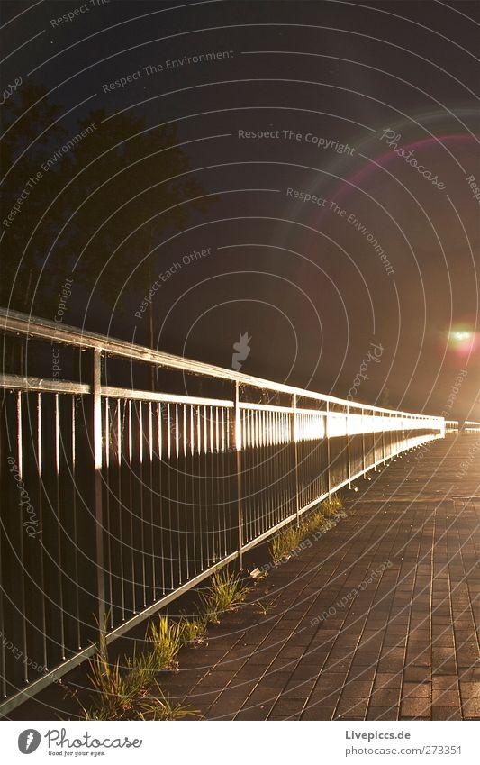 Kanalbrücke beim Sumpfsee Straße Wege & Pfade Stein PKW Metall Verkehr leuchten Brücke Verkehrswege Fahrzeug Autofahren Fußgänger Straßenverkehr