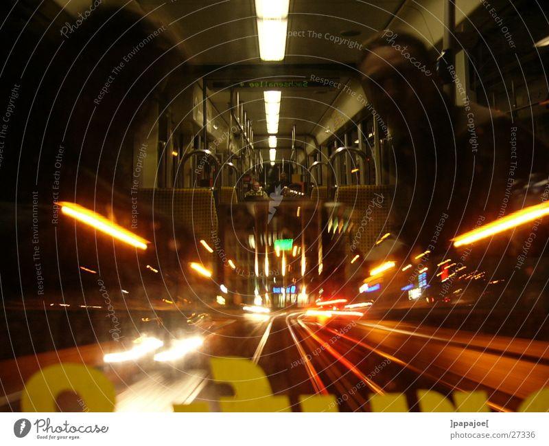 nightliner 2 Straßenbahn Nacht Reflexion & Spiegelung Geschwindigkeit Langzeitbelichtung Verkehr linie 13