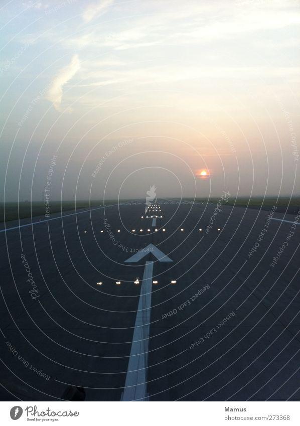 Freigegeben für den Start Erde Luft Himmel Wolken Horizont Sonne Sonnenaufgang Sonnenuntergang Sonnenlicht Nebel Flughafen Luftverkehr Flugzeug Flugplatz