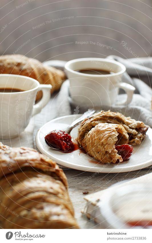 Frühstück mit Kaffee und Croissant Brot Dessert Marmelade Getränk Espresso Löffel Tisch Valentinstag Frau Erwachsene frisch lecker braun weiß Tradition