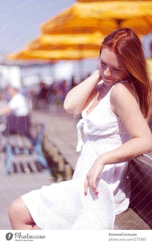 Verabredung am Pier 7. Mensch Frau Jugendliche Mann Ferien & Urlaub & Reisen schön weiß Sommer Sonne Junge Frau Erwachsene 18-30 Jahre feminin maskulin nachdenklich Tourismus