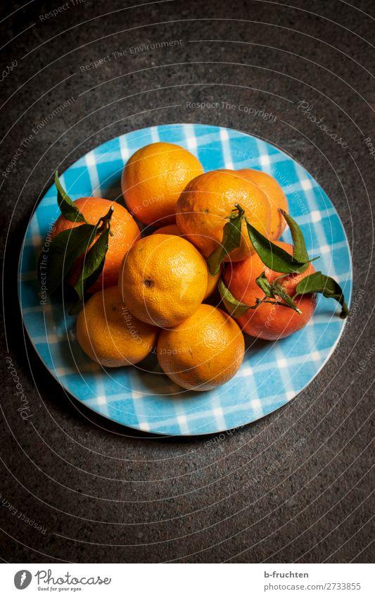 Mandarinen auf einem Teller Lebensmittel Frucht Orange Bioprodukte Vegetarische Ernährung Diät Gesundheit Gesunde Ernährung Übergewicht Küche wählen kaufen
