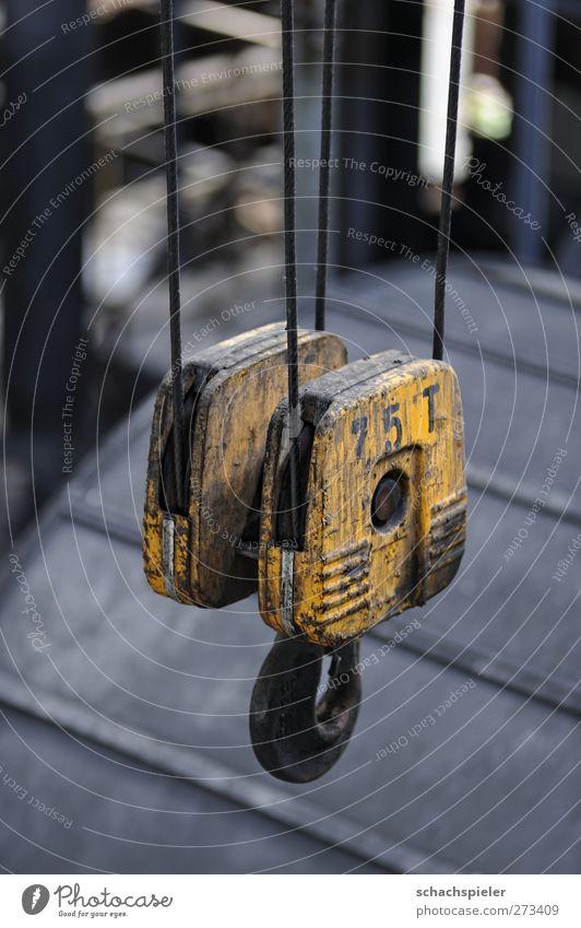 Schicht im Schacht - kann jetzt abhängen Seil Kran Haken Industrie Bergbau Stahl alt gelb grau Krise Verfall Vergangenheit Vergänglichkeit heben Farbfoto