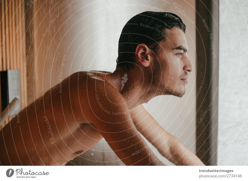 Sexy Mann im Badezimmer Körper Gesicht Erwachsene Vollbart Erotik nackt nass weiß Dusche jung gutaussehend Wasser attraktiv Beautyfotografie eine ohne Hemd