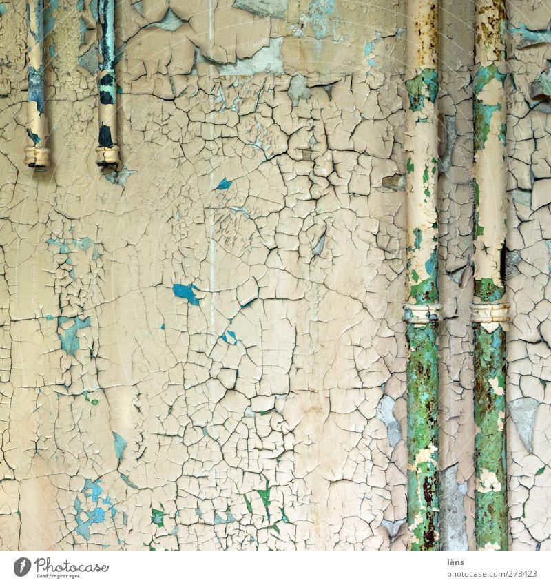 teilweise alt Farbe Haus Wand Mauer Gebäude Wandel & Veränderung Vergänglichkeit Bauwerk Röhren Riss abblättern