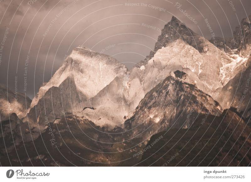 Spitzberge Natur Wolken Umwelt Ferne Landschaft Berge u. Gebirge nackt Freiheit grau Kraft Reisefotografie außergewöhnlich groß wandern Tourismus Abenteuer