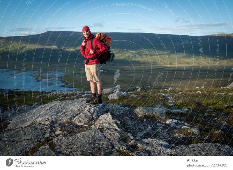 Knallige Farben, Wandern, Abendlicht, Fjord, traumhaft Ferien & Urlaub & Reisen Abenteuer Ferne Freiheit wandern Junger Mann Jugendliche Natur Sonnenaufgang