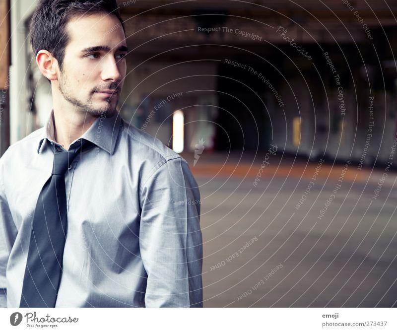 ins Bild maskulin Junger Mann Jugendliche 1 Mensch 18-30 Jahre Erwachsene Mode Hemd Krawatte schön Farbfoto Innenaufnahme Textfreiraum rechts Tag