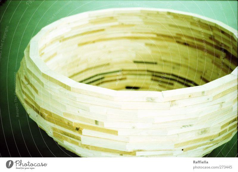 Ruhe Holz liegen Beton Urelemente rund Kugel Skulptur eckig Bildhauerei
