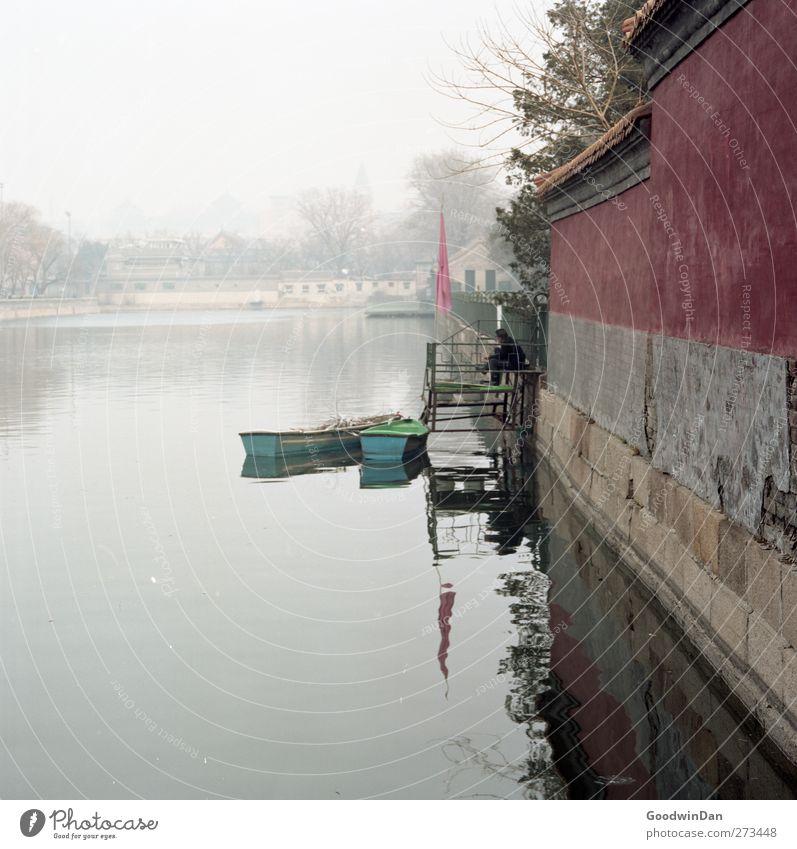 Forbidden City. Natur alt Wasser Stadt Einsamkeit Umwelt kalt Wand Mauer Denken Stimmung Wasserfahrzeug Fassade warten trist einfach