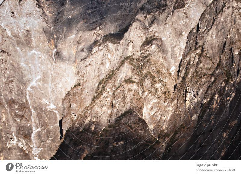 Kletterwand Natur Ferien & Urlaub & Reisen Umwelt Ferne Landschaft Berge u. Gebirge Freiheit grau Felsen Kraft groß Tourismus authentisch Abenteuer leuchten Urelemente