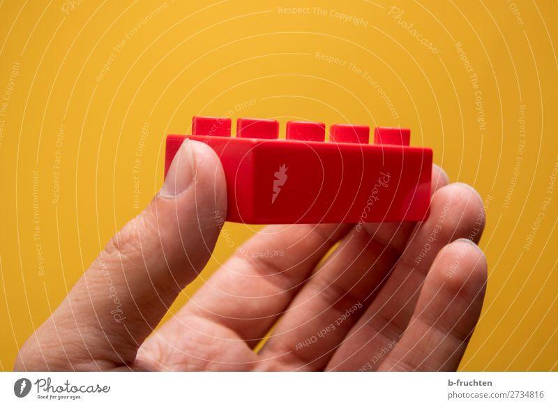 Roter Baustein Freizeit & Hobby Spielen Hausbau Handwerk Baustelle Finger Spielzeug Kunststoff Arbeit & Erwerbstätigkeit wählen festhalten gelb rot Spielstein